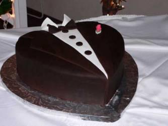 tuxedo-grooms-cake BridePop